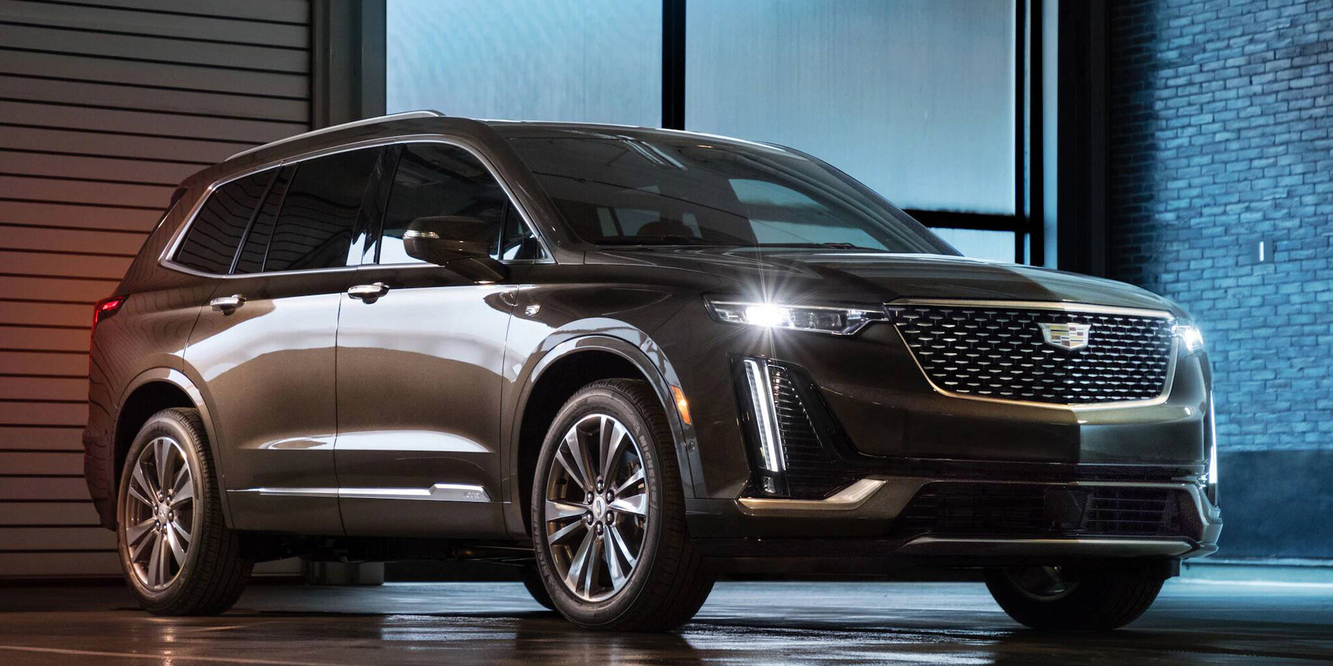 2020 Cadillac XT6 Parked with lights