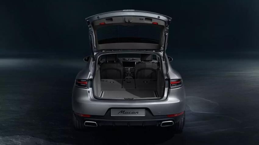 2021 Porsche Macan Back Exterior open trunk